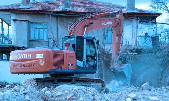 Karaman'da Risk Teşkil Eden Binalar Yıkılıyor!