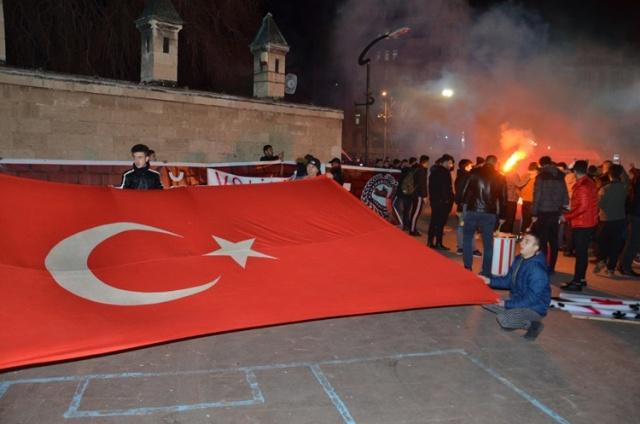 Karamanlılar Tepki Gösterdi