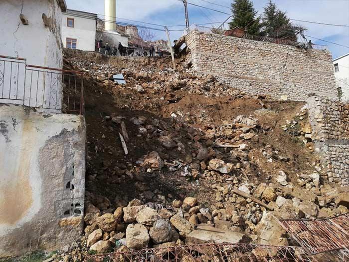 UYARMIŞTIK! Taşkale'de O Duvar Çöktü Yol Kapandı