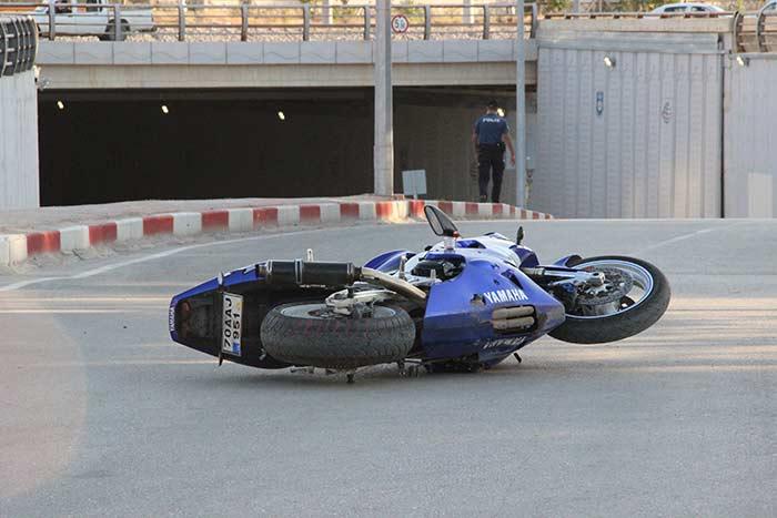 Karaman'da sürat motoru kaza yaptı! Yaralılar var