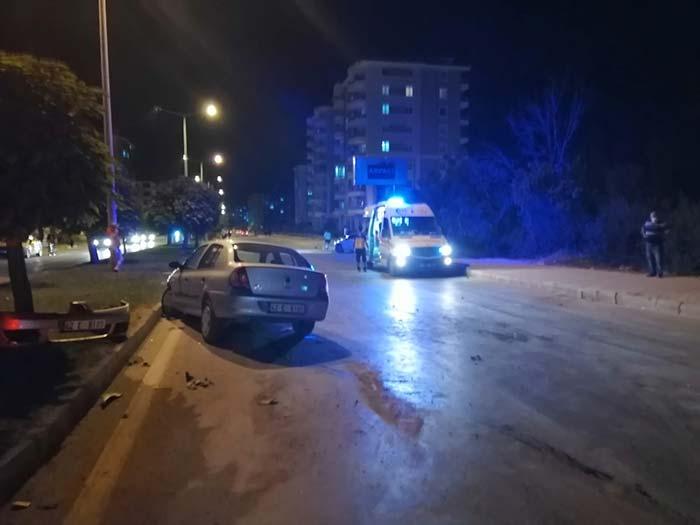 Otomobil kamyonla çarpıştı! 5 kişi yaralandı