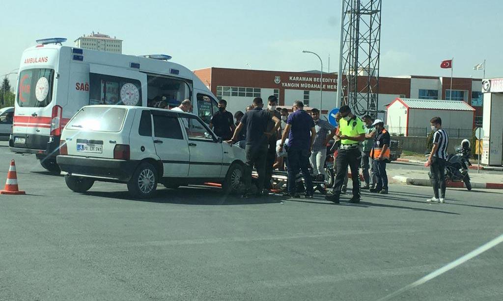 Karaman Sanayi çıkışı Mumlu Kavşakta feci kaza meydana geldi. Edinilen bilgiye göre 70 ER 741 plakalı araçtaki sürücüsü direksiyon hakimiyetini kaybetmesi sonucu hızlı bir şekilde motosiklete çarpıştı. Yaralılar olay yerinde yapılan ilk müdahalelerin ardından ambulanslarla Karaman Devlet Hastanesi kaldırılarak tedavi altına alındı.