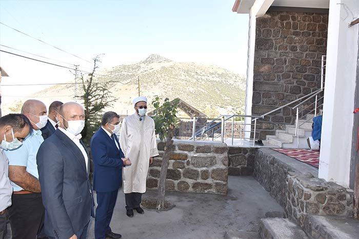 Karaman'da yanan cami tarihi kalıntılar kullanılarak yenilendi