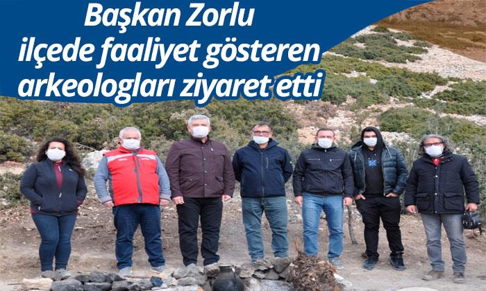 Başkan Zorlu ilçede faaliyet gösteren arkeologları ziyaret etti