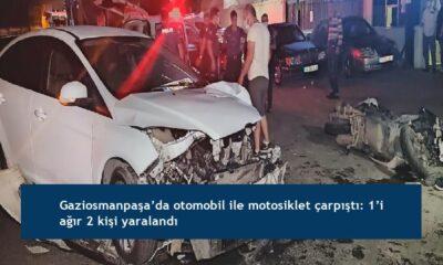 Gaziosmanpaşa'da otomobil ile motosiklet çarpıştı: 1'i ağır 2 kişi yaralandı