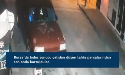 Bursa'da lodos sonucu çatıdan düşen tahta parçalarından son anda kurtuldular